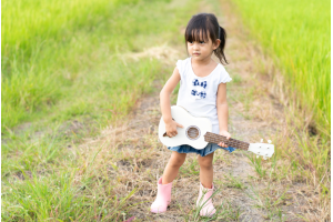 Ai là đối tượng nên học chơi đàn ukulele