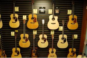Top những cây đàn guitar thùng bán chạy nhất hiện nay